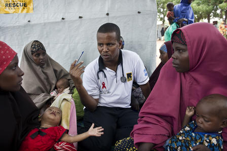 IRC aid worker speaks to refugees living in the Dadaab refugee camp