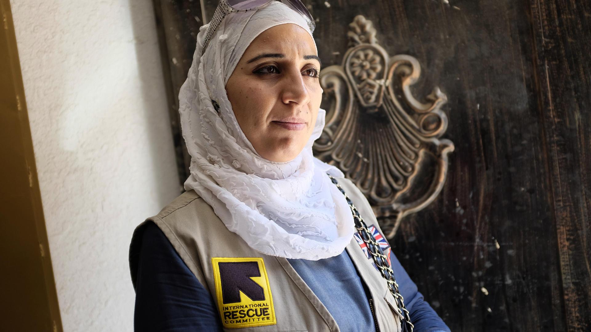 37-year-old Amira volunteers at a health clinic ru